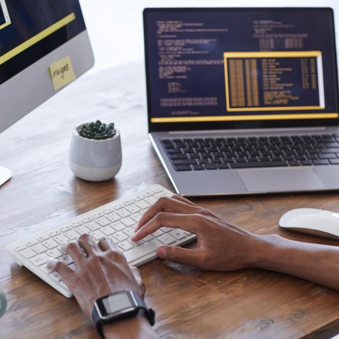 servicios-web-servicios-informaticos-para-empresas-a-coruna-disenador